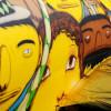 Os Gemeos pintan un graffiti en el avión del mundial