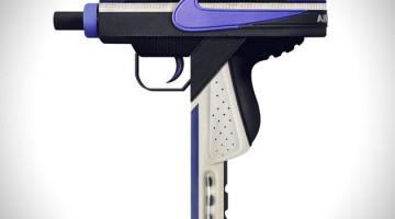 Armas hechas con zapatillas Nike